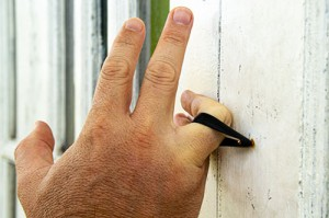 Man's silicone ring caught on nail on door will not harm his finger